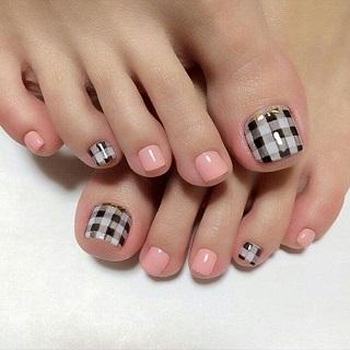 burberry toenail design